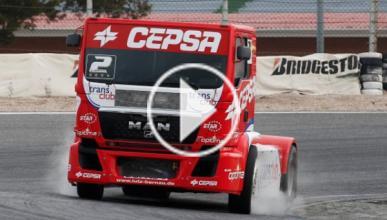 Un camión se atreve con un drift: 4 toneladas en movimiento