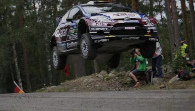 Rally Finlandia 2013: Neuville vuela por encima de Ogier