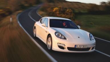Una grúa se lleva el Porsche del futbolista Carlos Tévez
