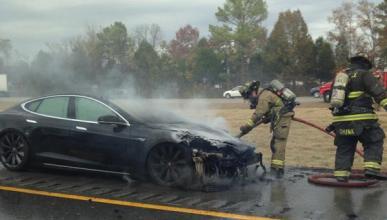 Otro Tesla Model S que acaba en llamas