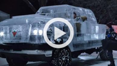 Vídeo: una pick-up hecha con bloques de hielo