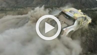 Vídeo: vuelcan su coche en el Dakar por un despiste