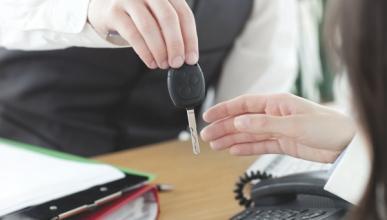Aena recurre la multa de Competencia por alquiler de coches