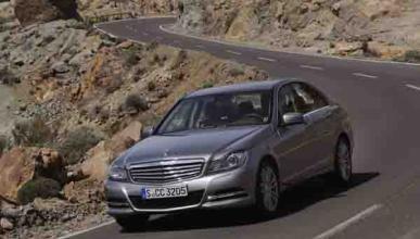 Mercedes-C-berlina-movimiento-frontal