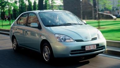 Toyota llama a revisión a 122 Prius