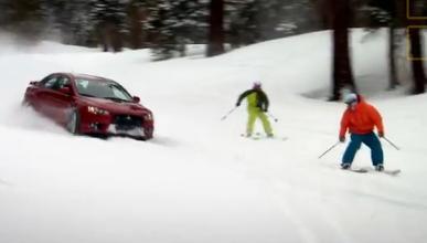 Top Gear USA: un Mitsubishi Evo contra dos esquiadores