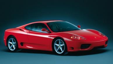 Se incendia el Ferrari 360 Modena del argentino Ever Banega