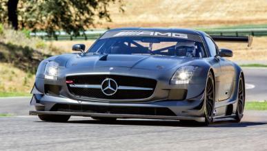 Arde el coche de pruebas del Mercedes SLS AMG Black Series