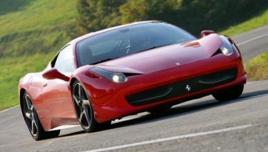 Estrella en Mallorca su Ferrari 458 Spider recién comprado