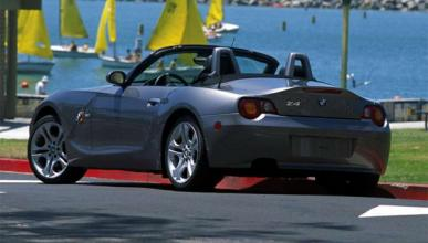 Una mujer 'juega a los coches de choque' con su BMW Z4