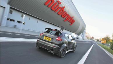 Nissan Juke-R en Nürburgring: una bestia anda suelta...
