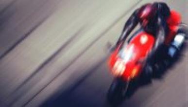 Duelo a 299 km/h entre una Kawasaki ZX-10R y un Audi RS6