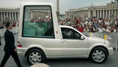 Francisco I irá en un Mercedes Clase M
