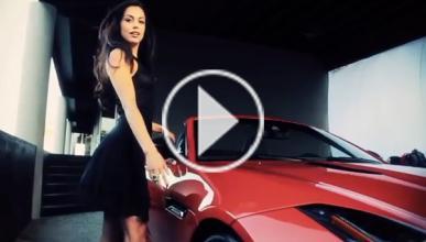 A la 'Chica Playboy del año' le ceden un Jaguar F-Type