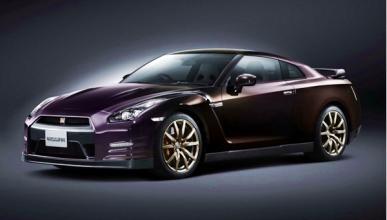 Nissan GT-R Midnight Opal delantera