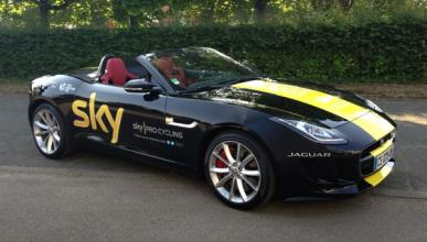 Chris Froome recibe un Jaguar F-Type por ganar el Tour
