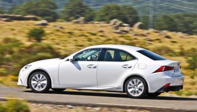 Lexus IS 300 h barrido