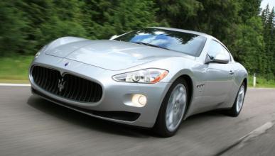 Un camión 'se come' un Maserati GranTurismo en Australia