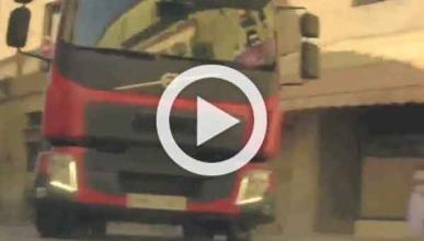 Vídeo: un camión circulando por el borde de un precipicio