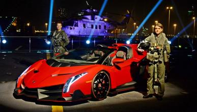 Lamborghini_veneno_roadster_portaaviones_cavour_abu_dhabi_militares