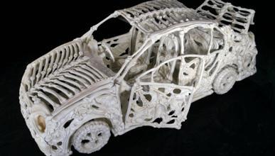 Lo último: coches de huesos, por Jitish Kallat