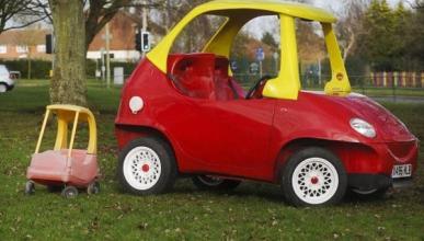 Se construye un coche de juguete para circular por la calle