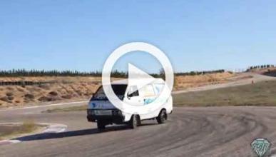 Vídeo: un Nissan Vanette con un motor V8 de BMW, derrapando