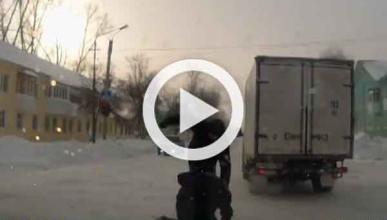Vídeo: camionero se pelea mientras su camión se escapa