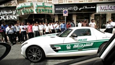 Dubai podría prohibir tener coche a los más pobres