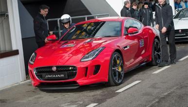 El príncipe Harry conduce el nuevo Jaguar F-Type R Coupé