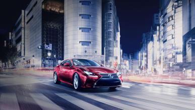 Lexus RC Coupe delantera movimiento