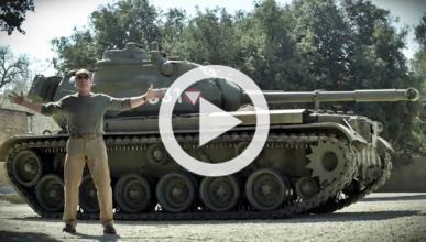 ¿Quieres destrozarlo todo con Schwarzenegger y su tanque?