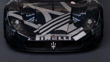 Venden el único Maserati MC12 negro del mundo