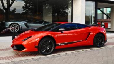 Mira y escucha como aceleran un Aventador y un R8 GT