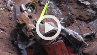 Rescatan el último Corvette siniestrado por el socavón