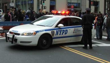 Vídeo: Roba tres coches para escapar de la Policía
