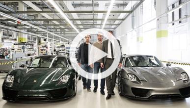 Carlos Moyá y Pete Sampras visitan la factoría de Porsche