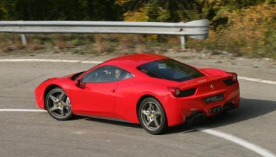 Emula a los Fórmula 1 y empotra su Ferrari en Mónaco
