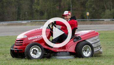 Tiago Monteiro conduce el cortacésped más rápido del mundo