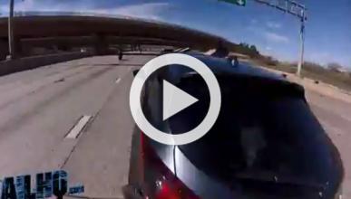 Un motorista choca contra un coche a 225 km/h
