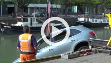 Acaba con su Audi Q5 dentro de un río
