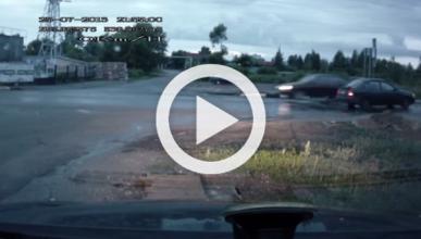 Los coches rusos sobrevuelan los pasos elevados