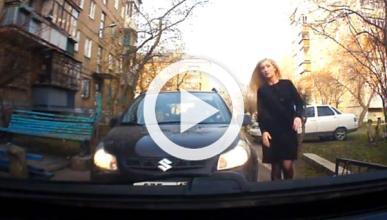 No enfades a una rubia rusa al volante