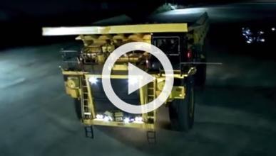 Driftando con el camión de minas más grande del mundo