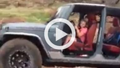 Vídeo: una niña de nueve años conduciendo un Jeep Wrangler