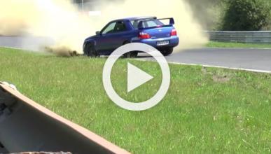 Un Impreza, a punto de arrollar otro coche en Nürburgring