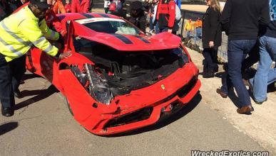Accidente de un Ferrari 458 Speciale en circuito