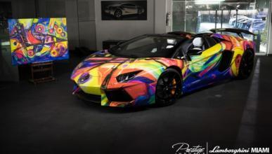 Un Lamborghini Aventador Roadster ¡multicolor!