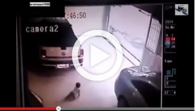Vídeo: un bebé se salva milagrosamente de morir atropellado