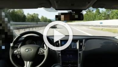 Graban cómo el Infiniti Q50 puede conducir totalmente solo